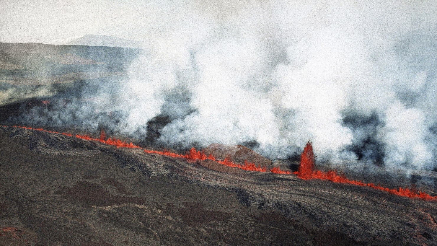 mauna loa lava bursting hawaii eruption earthquake
