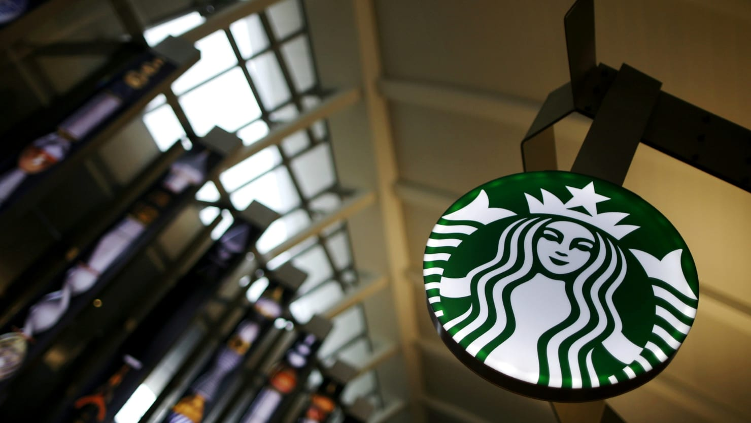 Starbucks Closes 8000 Stores For Anti Bias Training The Daily Beast