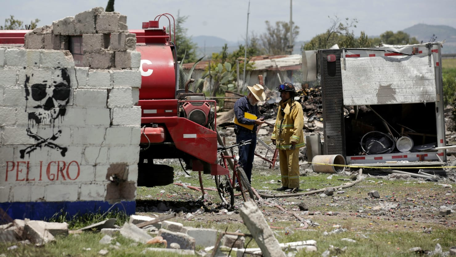 Fireworks explosions near Mexico City killed 19 people and dozens injured 3
