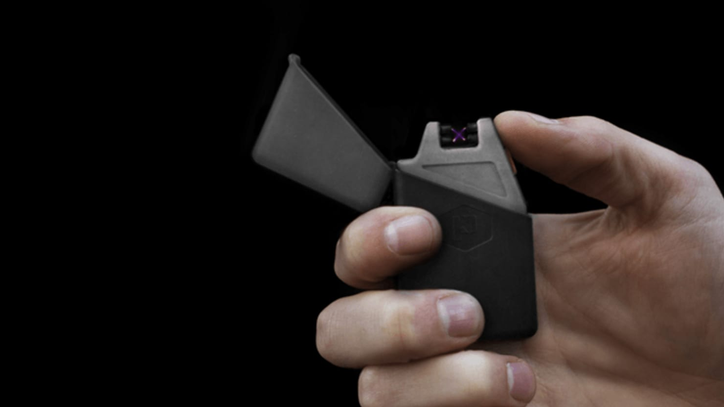 Light Up in Any Conditions With This Plasma Lighter And Flashlight