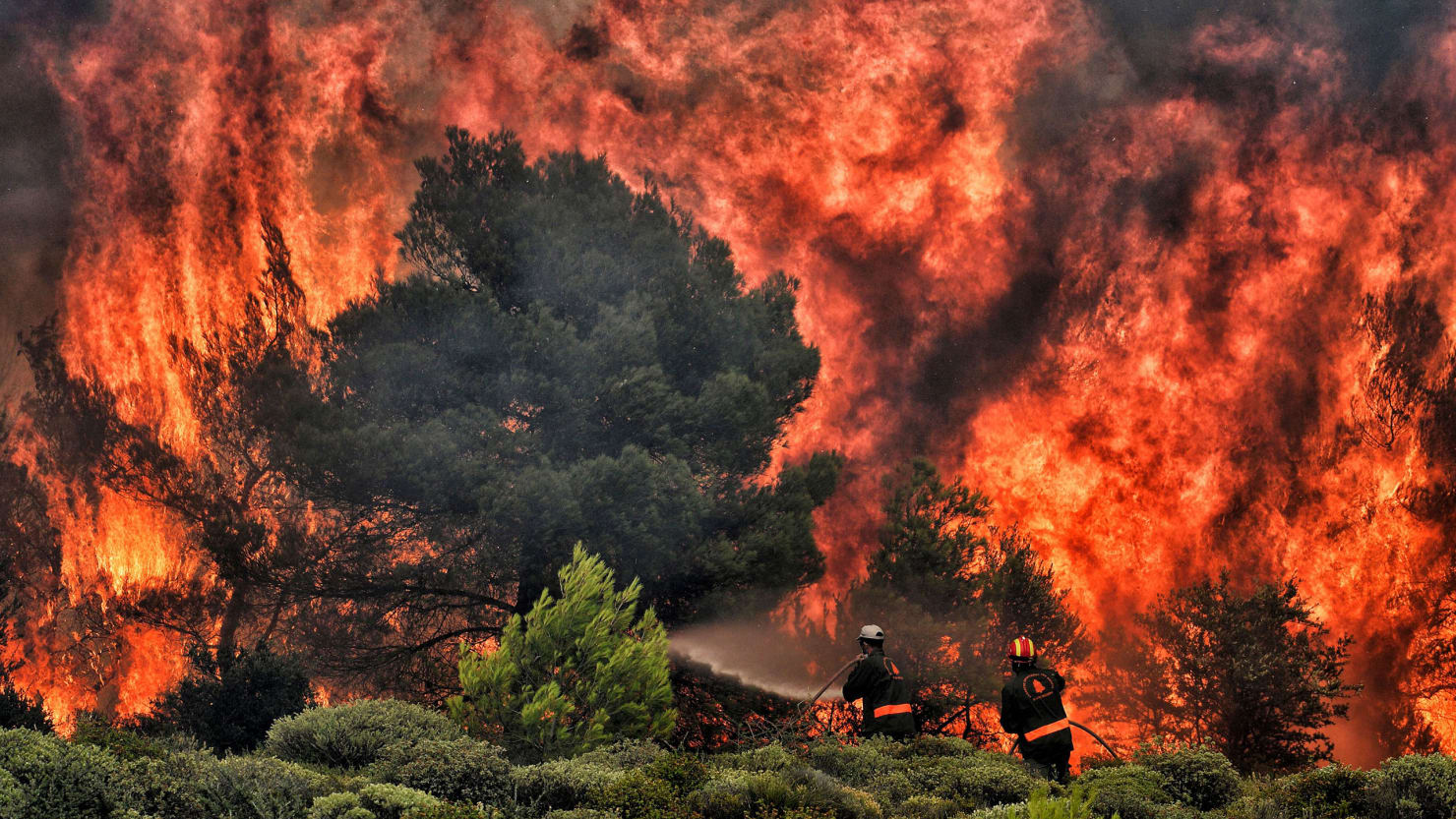 photo of wildfire in kineta near athens greece greek atmospheric blocking climate change global warming california wildfire weather meteorology
