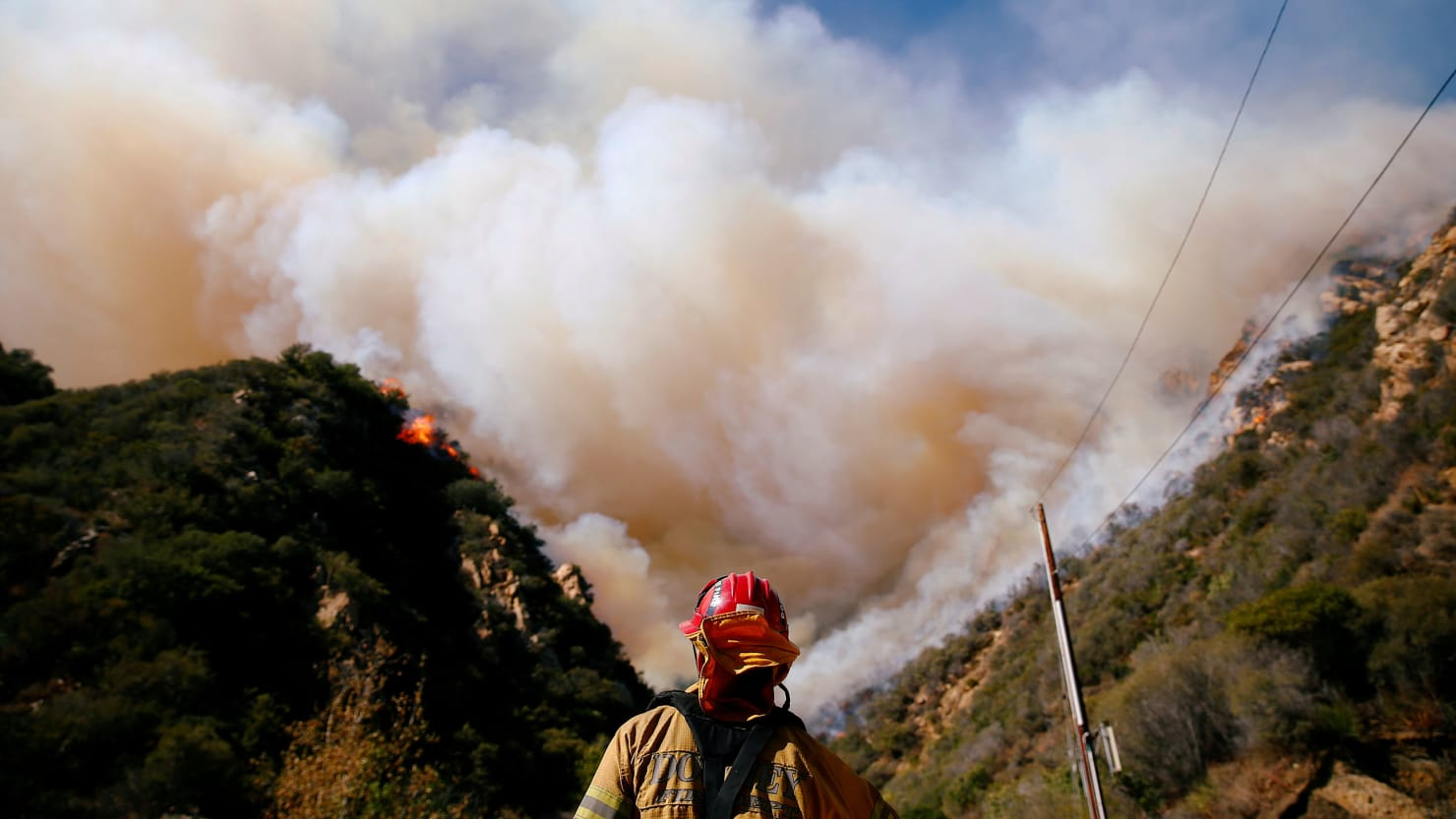 california fire turns malibu into a hellscape and still rages