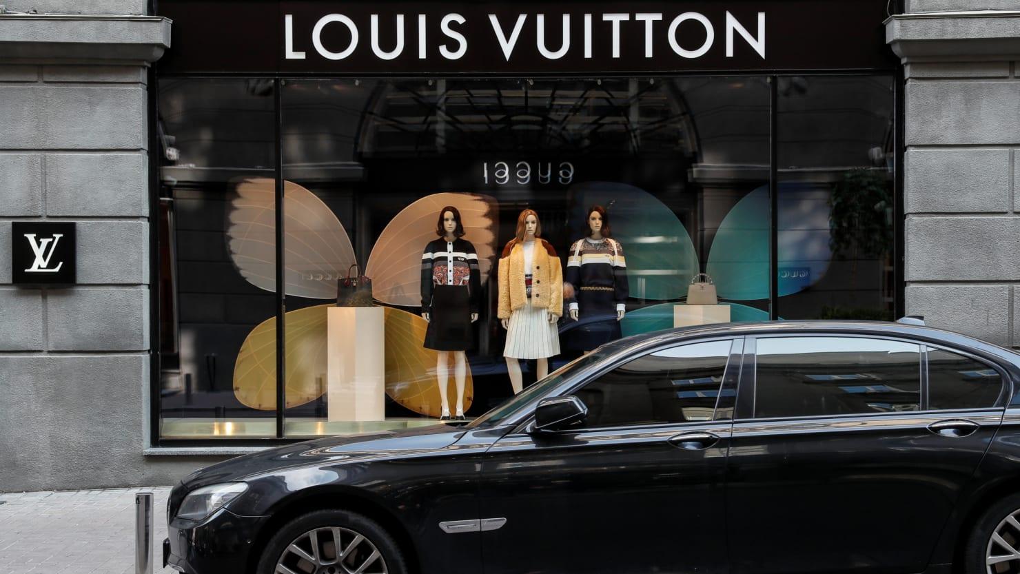 2019 year look- Vuitton louis sues warner bros