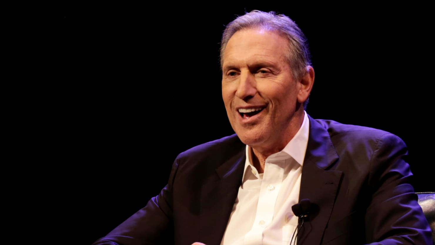 Howard Schultz Tells People to Clap During Speech