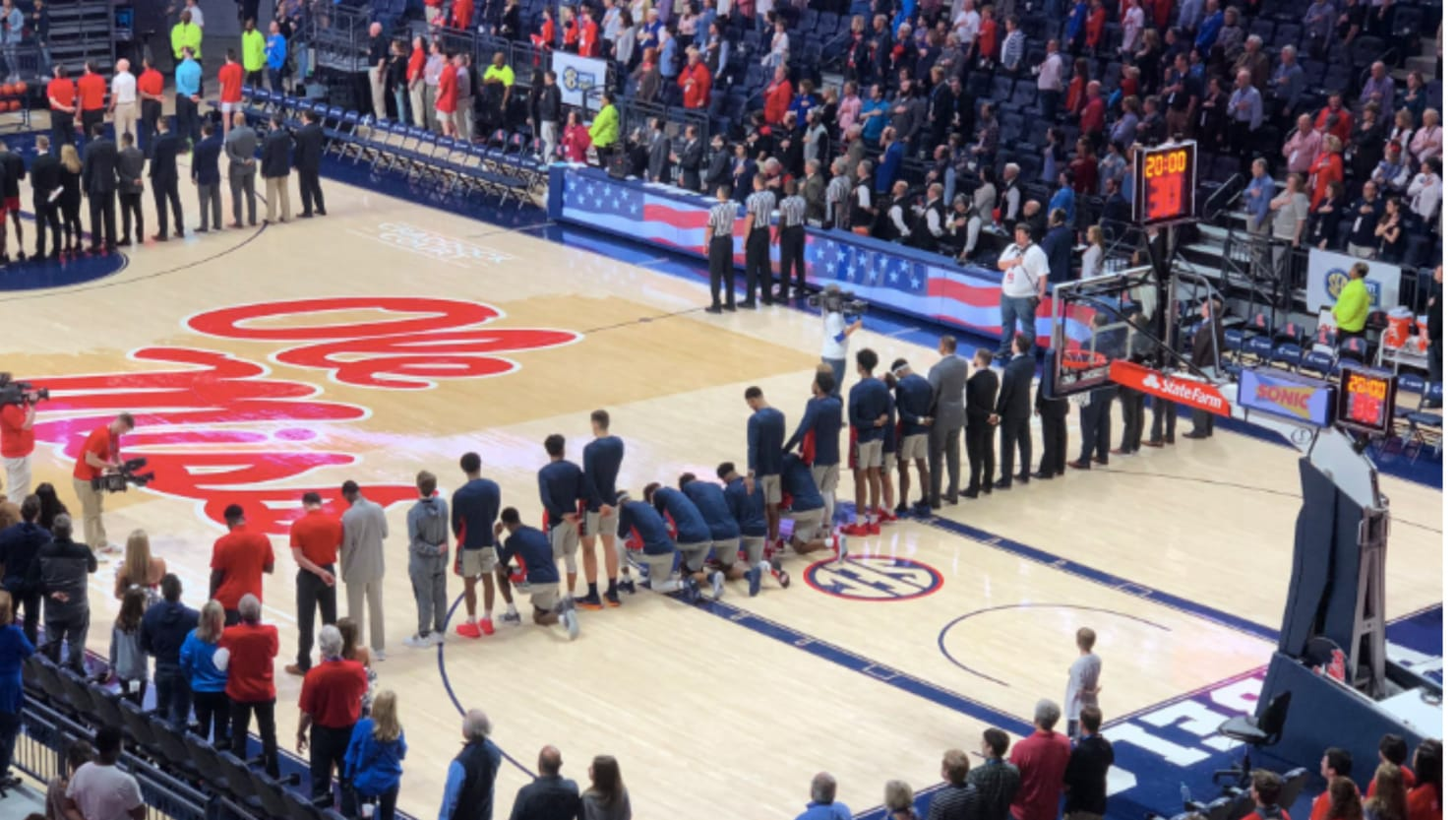 Ole Miss Basketball Players Kneel During National Anthem in Protest to Nearby Pro-Confederacy Rally
