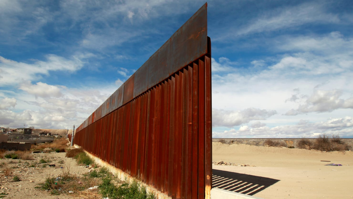 ACLU Denounces Right-Wing Militia Detaining Migrant Families at Border