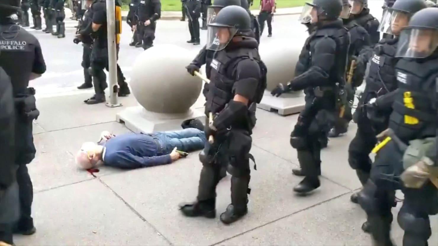 Buffalo Cops Quit Elite Unit to Back Comrades Who Shoved Man