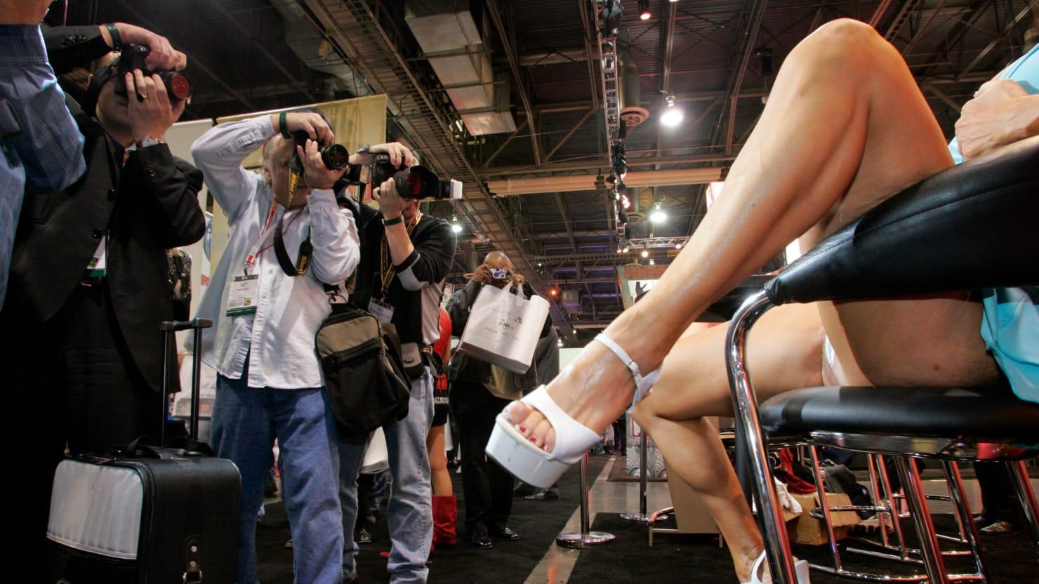 Porn Expo Sues Dallas Over Convention Center Ban-2899