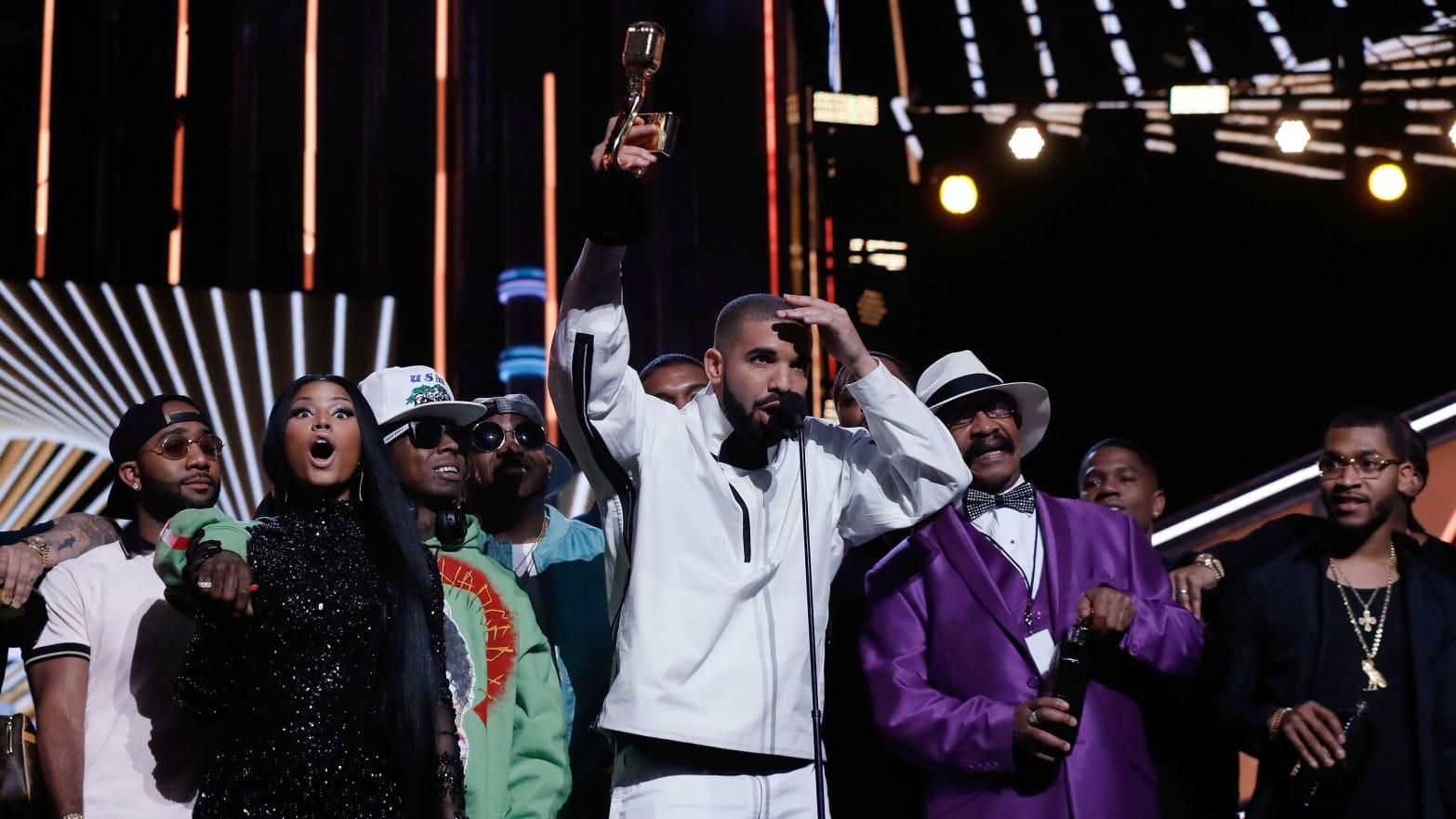 on Nicki Minaj dating Drake nyt Sims 3 online dating kehon tyyppi