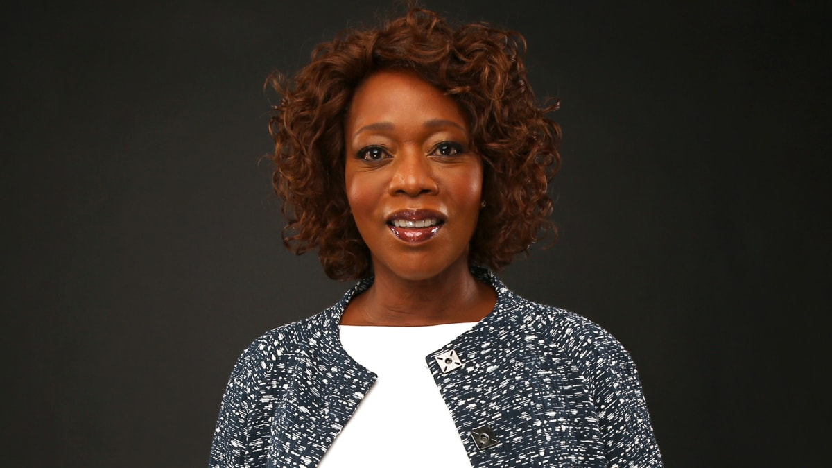 Alfre Woodard, Oscars' Dark Horse, Is Reclaiming Her Time, 'I'm Not Going to Rock Anybody's Baby'