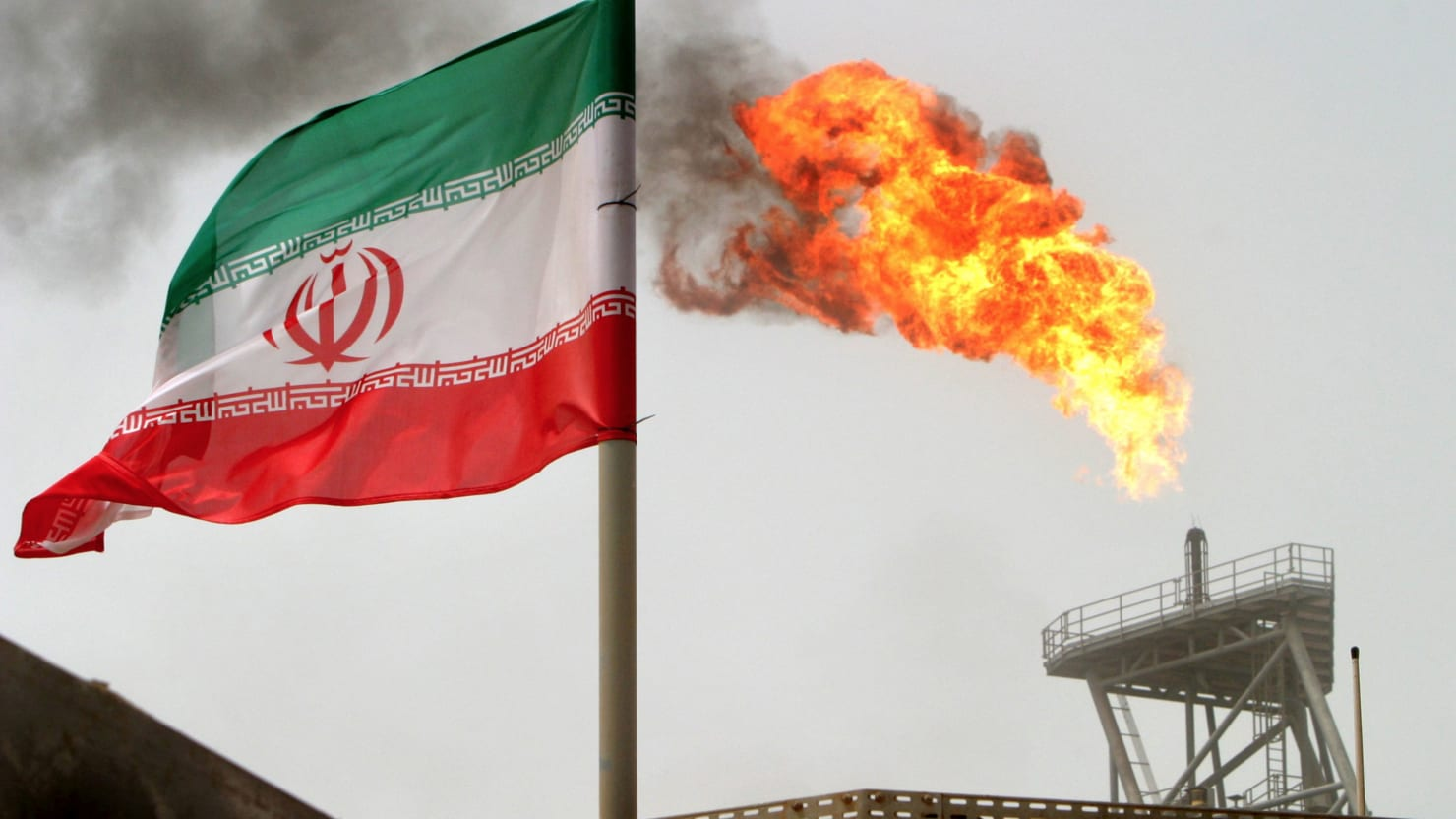 Trump Admin Cuts Off Waivers for Iran's Oil Sanctions