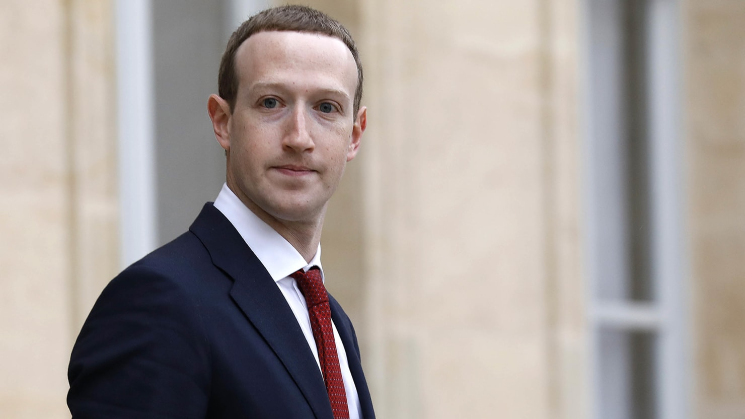 Facebook Won't Sell Off Instagram and WhatsApp, Senator Says Zuckerberg Told Him