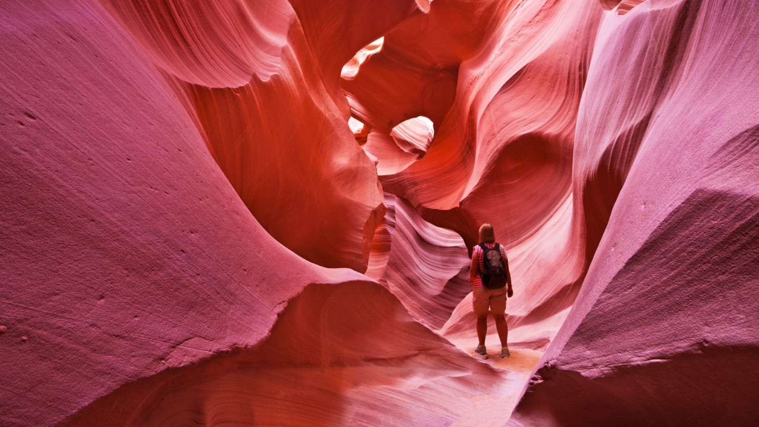 Antelope Canyon is Over-Touristed AF, Is It Still Worth Going?