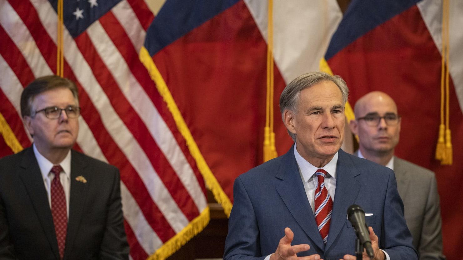Crowds Flock to Rule-Breaking Texas Water Park