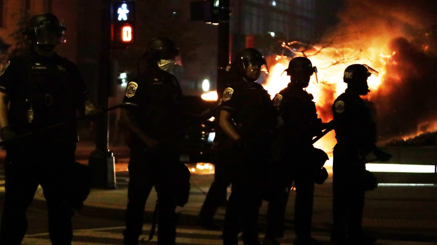 Protest Near White House Explodes With Fury and Flames as Cops Enforce Curfew