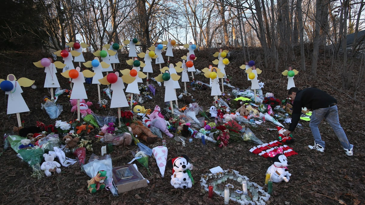 Leonard Pozner: Sandy Hook Father Awarded $450,000 for Defamation by Conspiracy Theorist