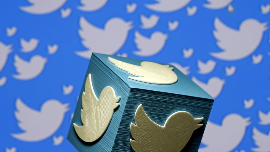 Twitter shuts down 200,000 Chinese accounts