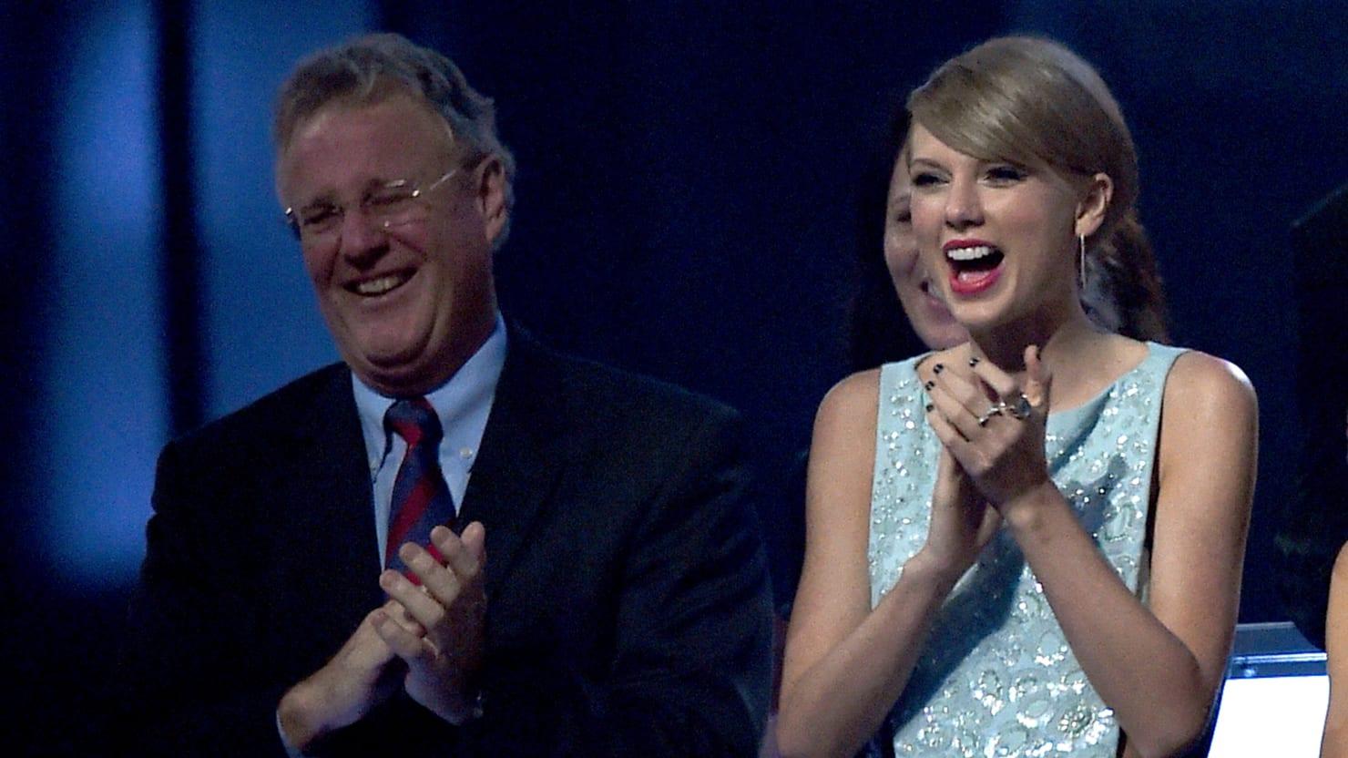 Taylor Swift's Dad Fights Off Burglar in $4 Million Florida Penthouse