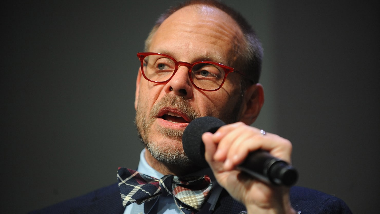 Alton Brown Comes Out as Republican, Fires Off Tasteless Holocaust Tweets - Daily Beast