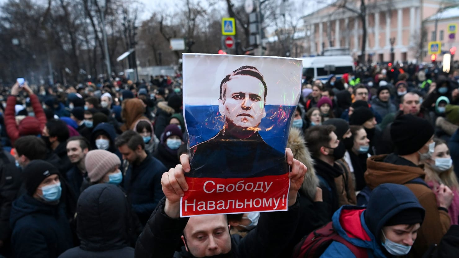 Tens of Thousands Flood Moscow Streets to Protest Nalvany's Arrest