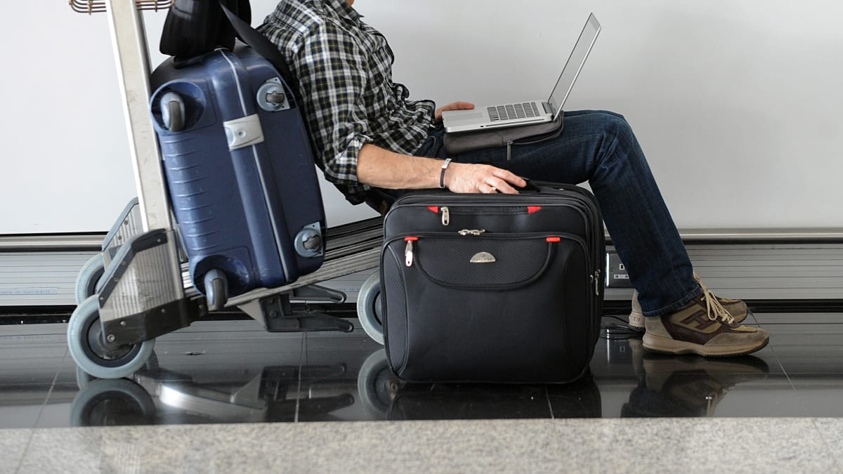 Judge: Suspicionless Searches of Travelers' Electronics Is Unconstitutional