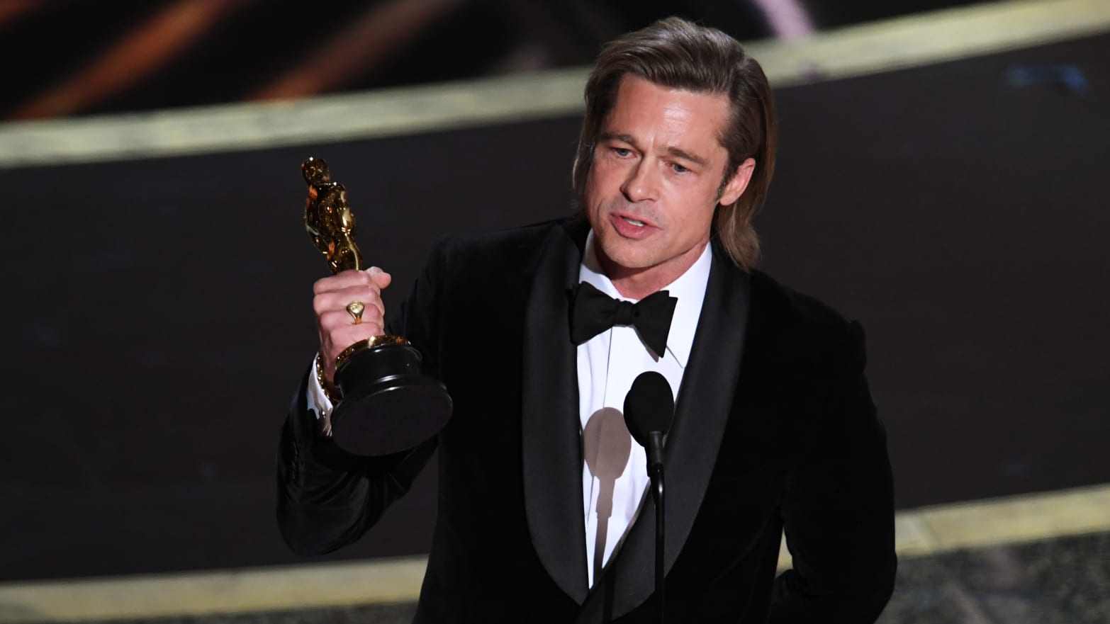 Brad Pitt Jokes About Trump Impeachment in Best Supporting Actor ...