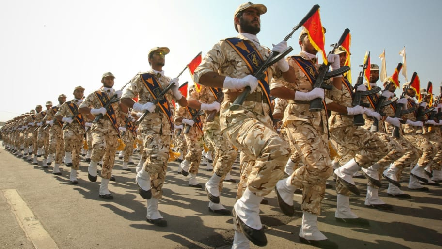 Members of the Iranian revolutionary guard march during a parade to commemorate the anniversary of the Iran-Iraq war (1980-88), in Tehran September 22, 2011.