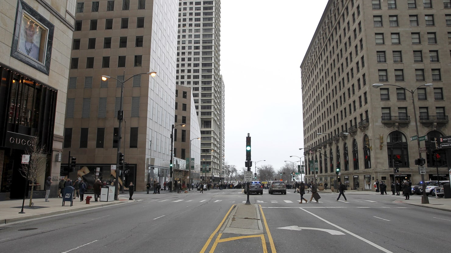 Looting Breaks Out in Chicago Along Magnificent Mile