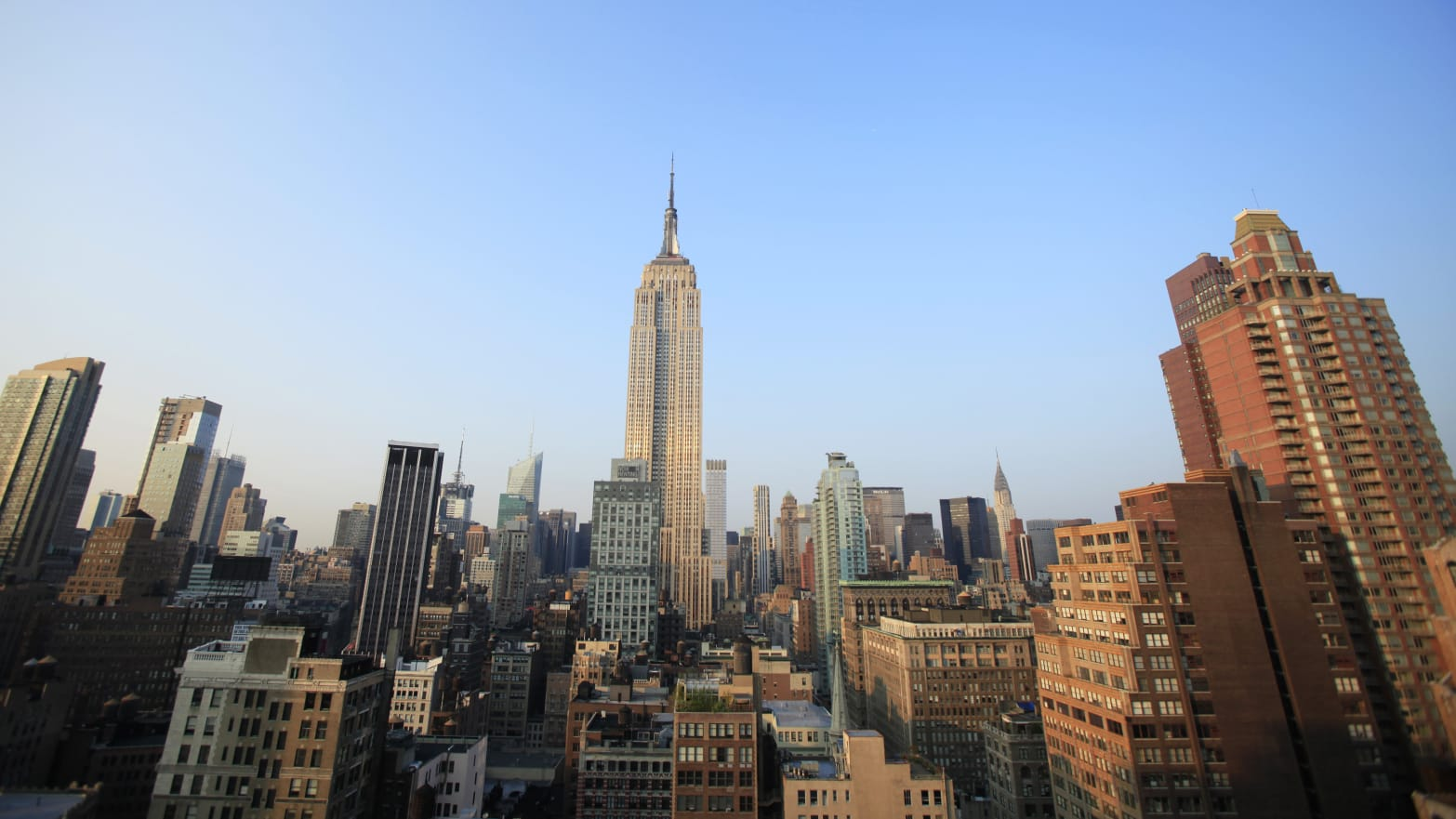 Manhattan Hit by Major Power Outage, Thousands Left in the Dark
