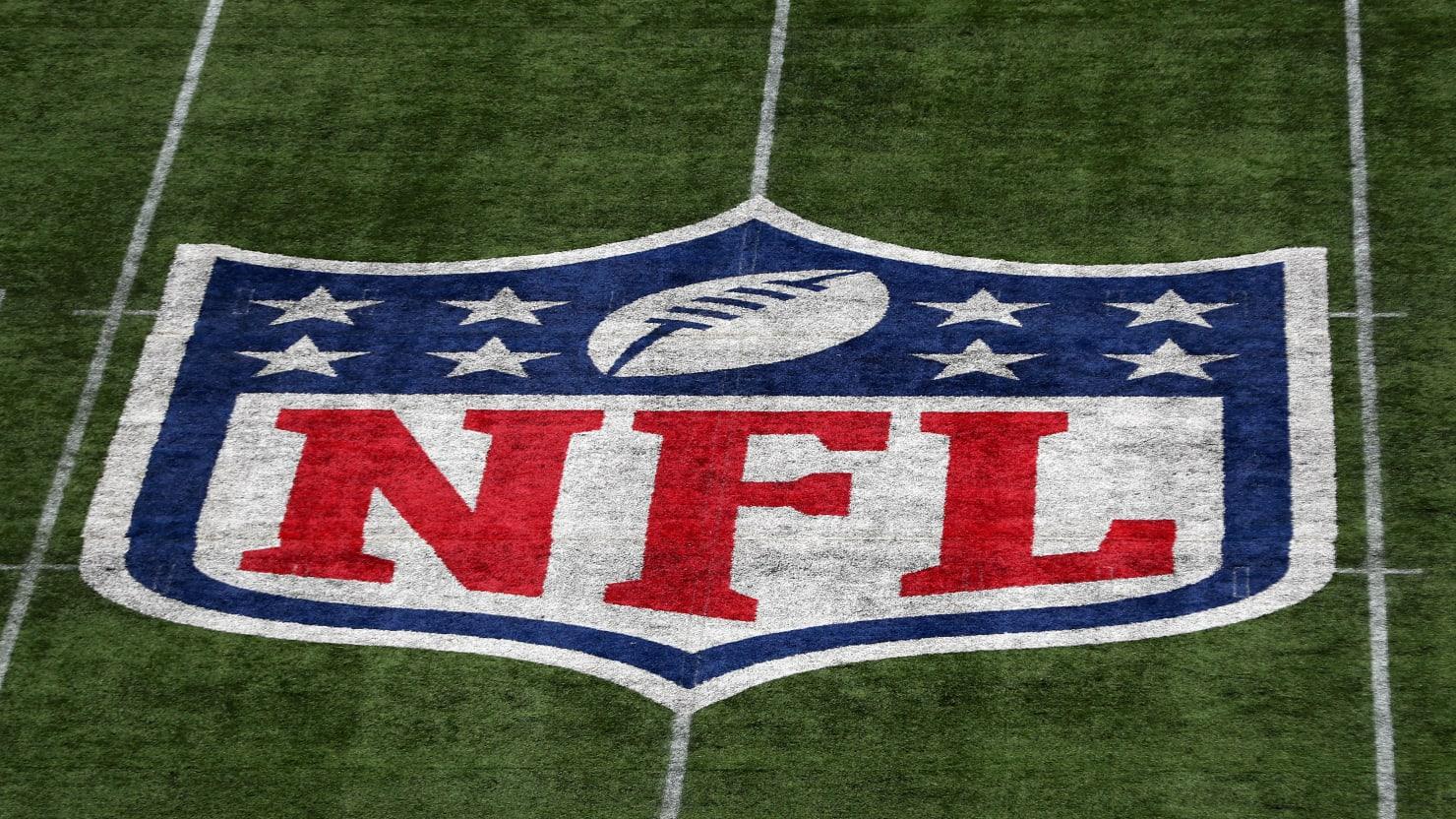Clinton Portis, Former NFL Stars Stole Nearly $4 Million From League Health-Care Program: DOJ