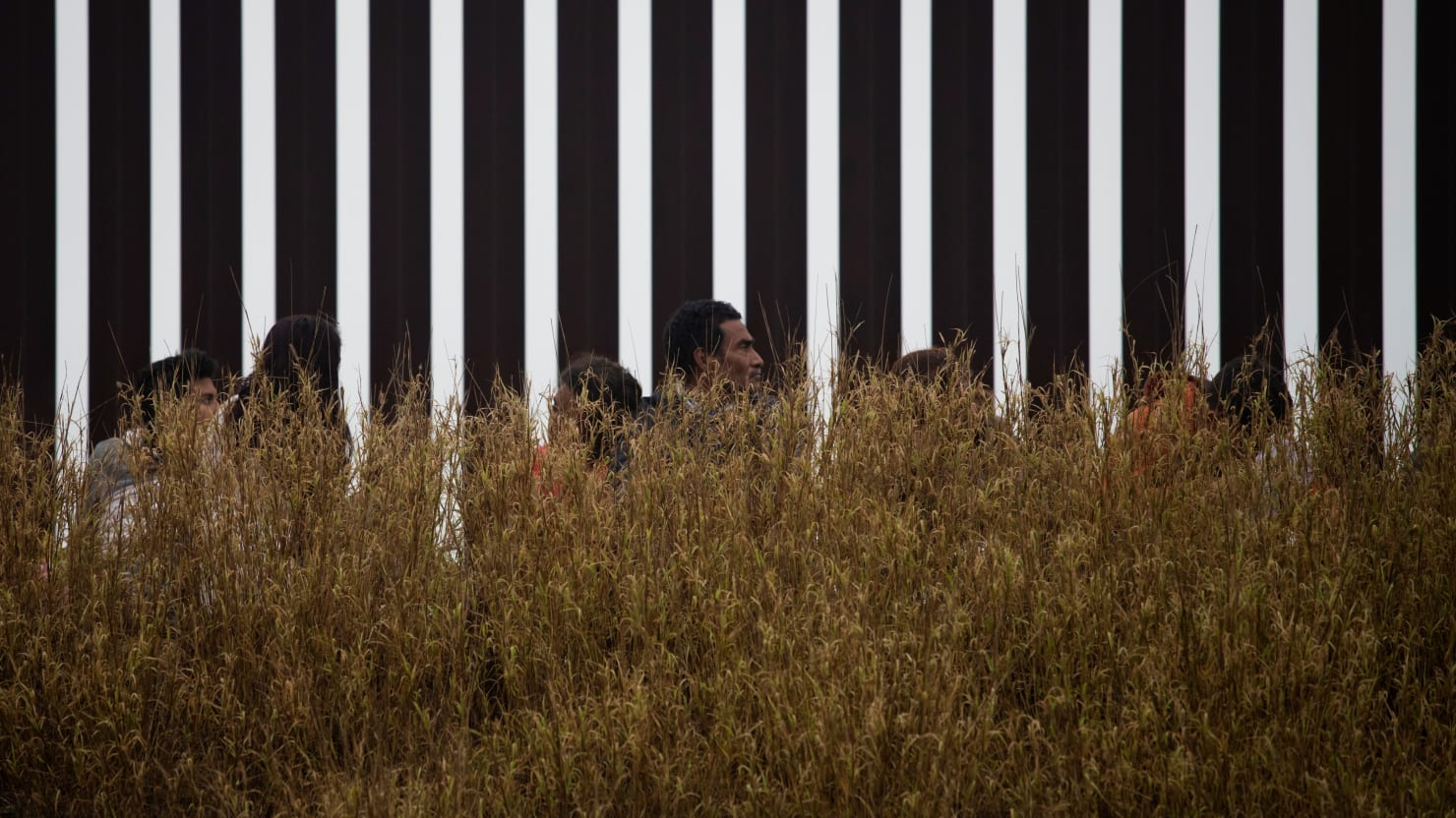 Judge Throws Out Trump Rule That Blocked Central American Asylum Seekers at Southern Border