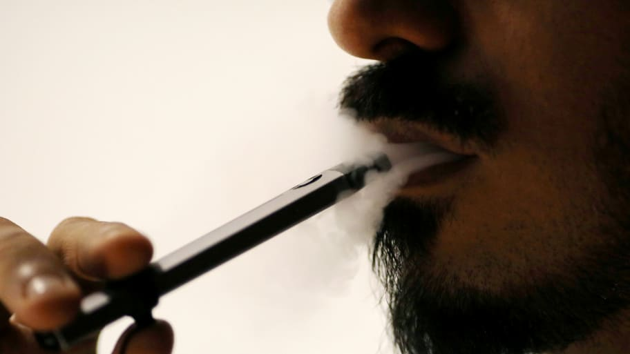 Illinois Officials Report First Death Possibly Linked to Vaping-Related Illness