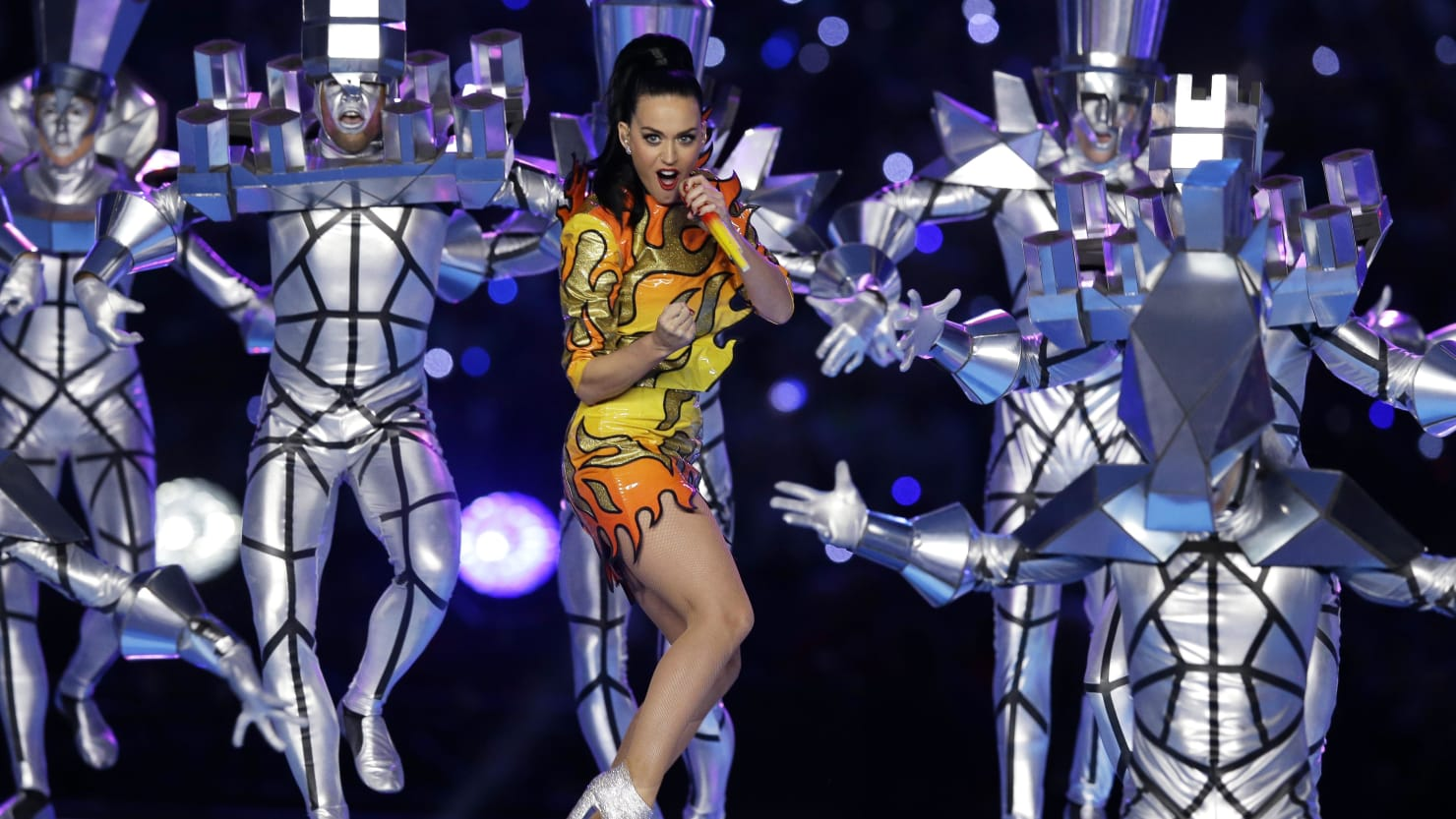 the evolution of super bowl The super bowl halftime show has evolved into one of the biggest stages in music: more than 115 million people watched bruno mars and the red hot chili peppers last year, according to the nfl.