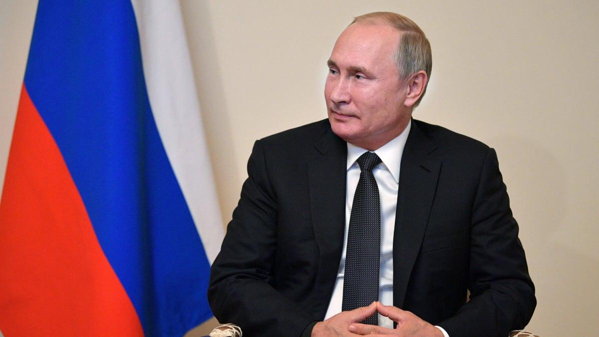 Russians Praise Trump, Taunt Zelensky, as Ukraine Signs On to 'Steinmeier Formula' Peace Plan Proposal