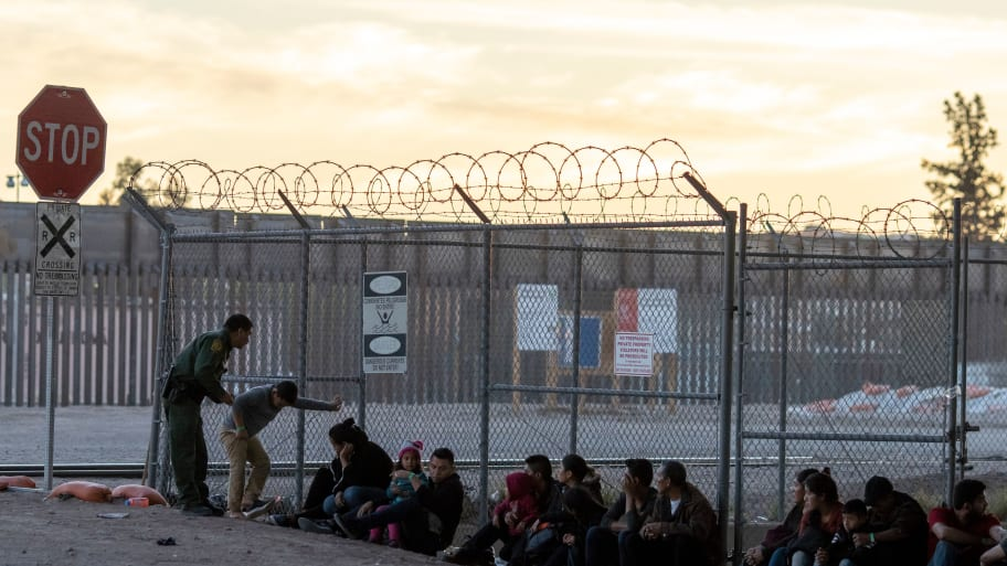 900 people found at border facilit built for 125