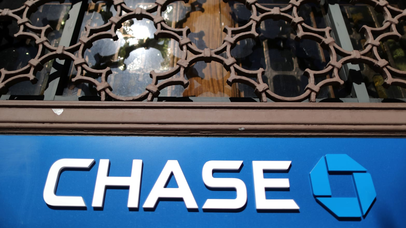 Chase To Pay $5 Million To Dad Employees Who Allege They