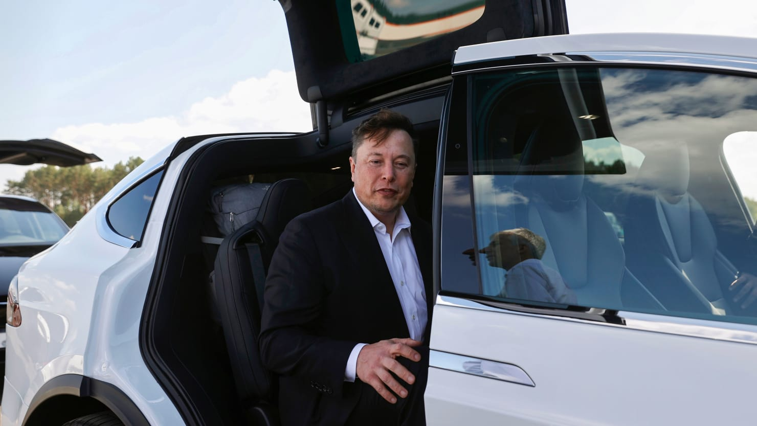 Tesla, SpaceX Insiders Slam 'Degenerate,' Raging Elon Musk in Vanity Fair Report