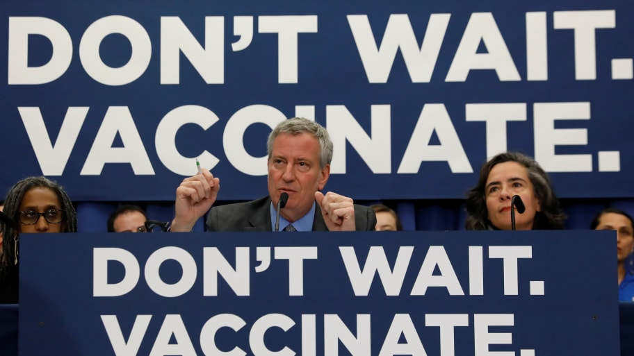 photo of new york city mayor bill deblasio de blasio speaking in news conference measles public health emergency brooklyn williamsburg orthodox jewish anti vaxxer antivaxxer measles parties party oxiris barbot
