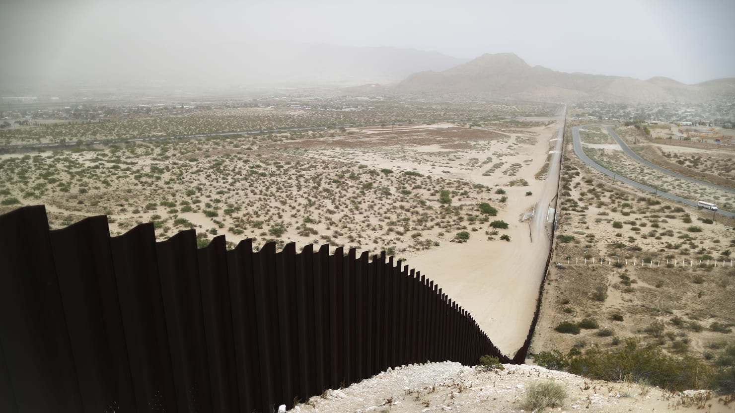 Trump Wants to Give Border Wall Deal to Fox News Guest's Firm