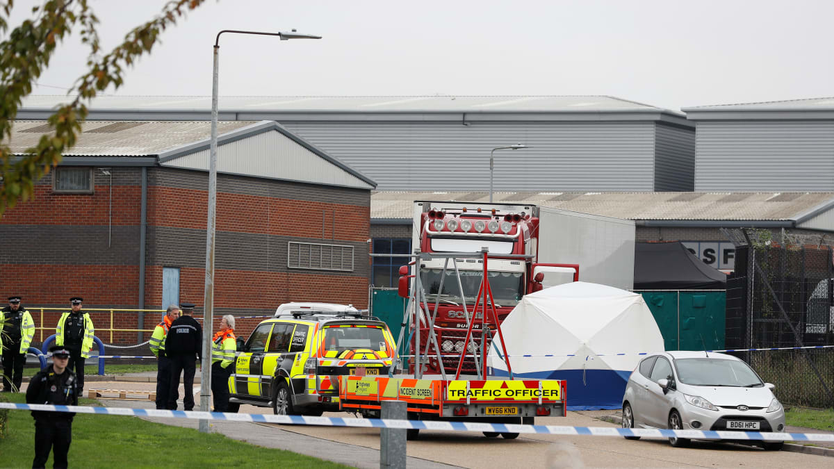 39 Bodies Including One Teenager Found in Back of Semi-Trailer in Britain