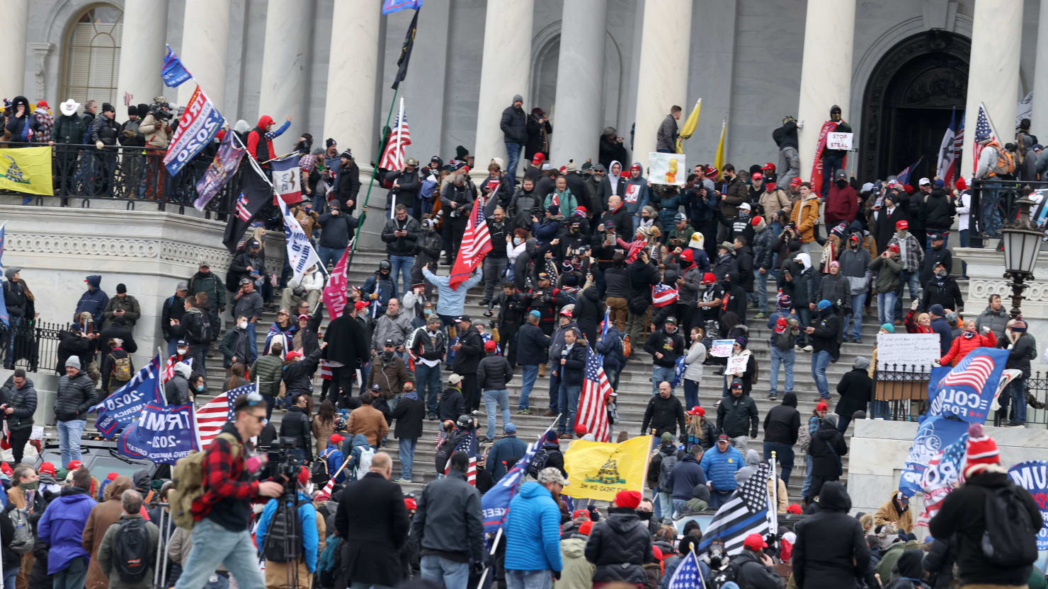 Capitol Rioter Outs Himself to FBI by 'Helping' Cops With Info