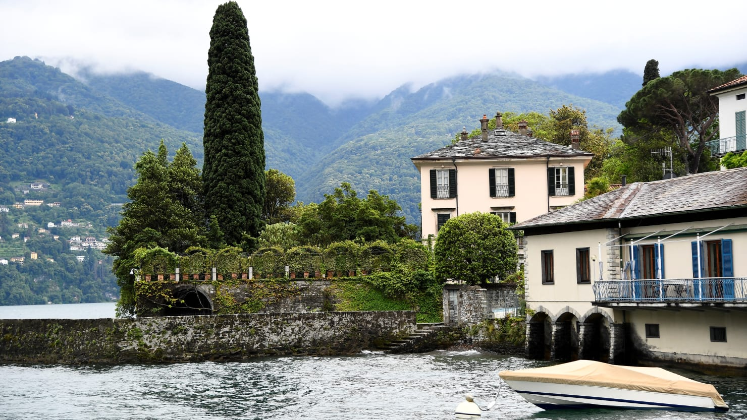 George Clooney Has Plumbing Disaster as Obamas Visit Lake Como Villa