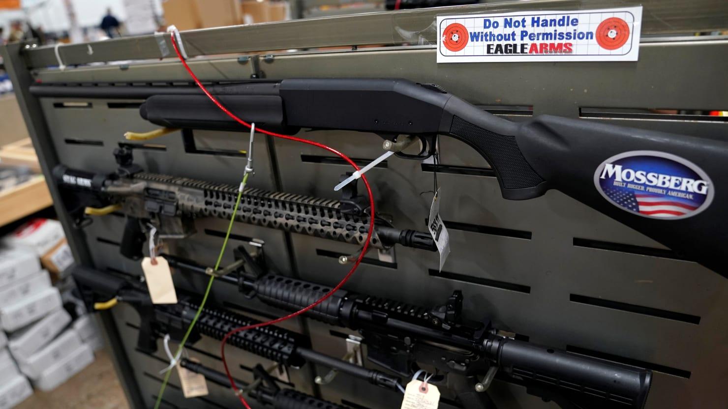 Trump makes gun sales easier abroad