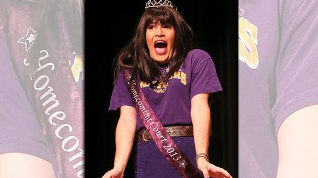 4180fe9a40551 Iowa Crowns Transgender Homecoming Queen