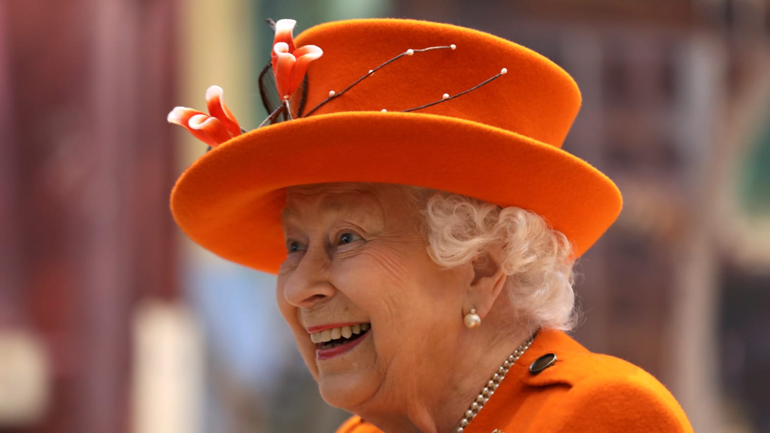 Demanding Builder Told the Queen Not to Serve His Tea in a Fancy Cup—She Brought It Just the Way He Liked it