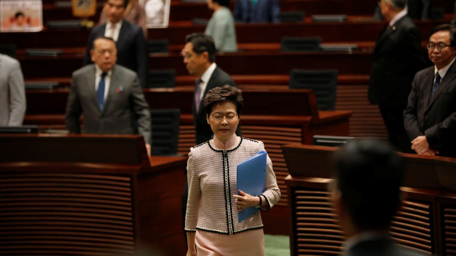 Carrie Lam: Hong Kong Leader's Annual Speech Ruined by Lawmakers Shouting Demands for Her Resignation