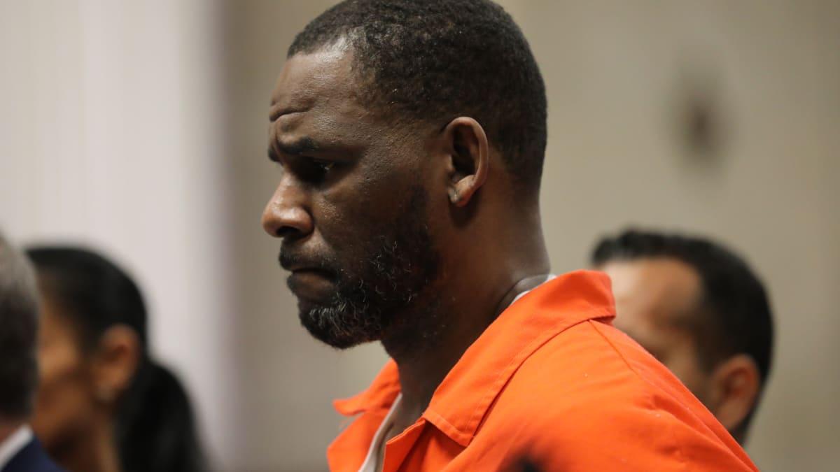Prosecutors Say R. Kelly Used Jail Staffer's Phone to Make Unsupervised Call