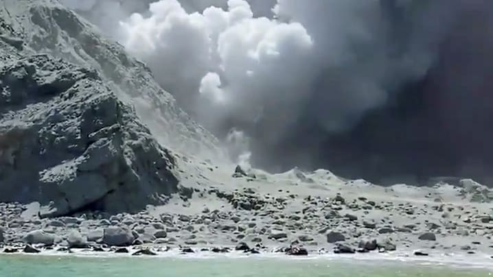 Tourists dead and missing at N.Zealand volcano