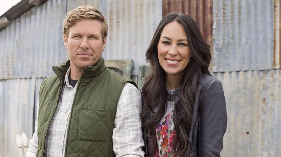 chip and joanna from hgtv fixer upper announce end of show in emotional video. Black Bedroom Furniture Sets. Home Design Ideas