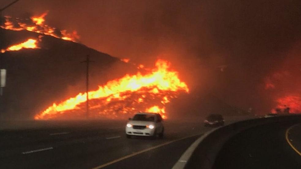 Thousand Oaks Fire >> California Wildfire Erupts In Thousand Oaks Near Scene Of Nightclub